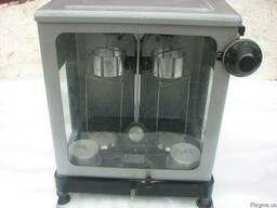 Рефрактометры ИРФ-464, шкаф СЭШ-3М, весы ВЛА-200гМ