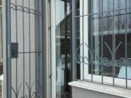 Решетка на балконную дверь