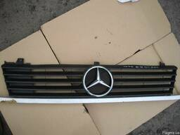 Решетка радиатора Mercedes Vito W638 (1996г-2003г).
