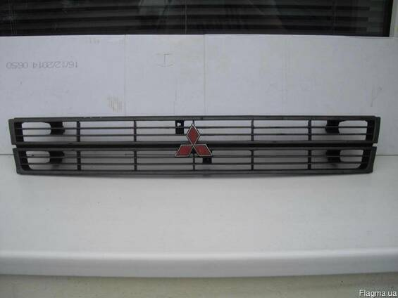 Решетка радиатора Mitsubishi Lancer