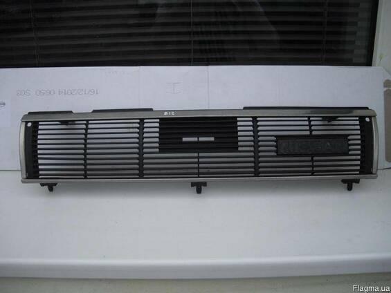 Решетка радиатора Nissan Sunny B12