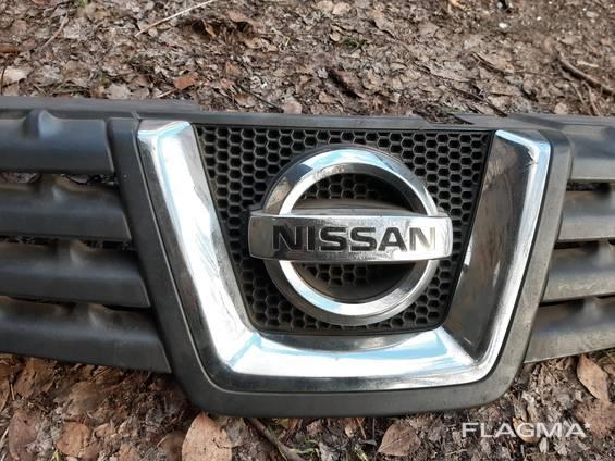 Решетка Радиатора(облицовка радиатора, капота) Nissan Qashqai до 2009 года