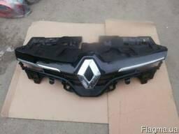 Решетка радиатора Renault Clio