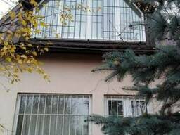 Решетки на окна, двери, балконы.