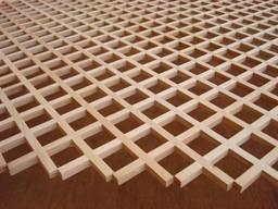 Декоративная решетка из натурального дерева.