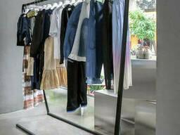 Рейл для магазинов одежды
