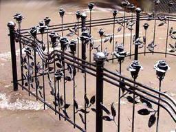 Ритуальные оградки, кресты.
