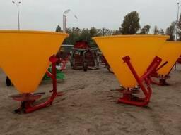 Тракторный навесной разбрасыватель на 500 кг (бак-пластик) J