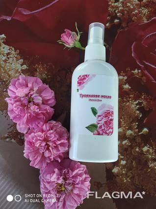 Розовое масло на основе Дамасской эфиромаслиничной розы.