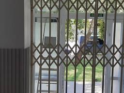 Розсувні металеві грати на двері, вікна, вітрини магазинів, балкони Львів