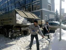 Ручная чистка снега Киев. Ручная погрузка снега Киев. Чистка
