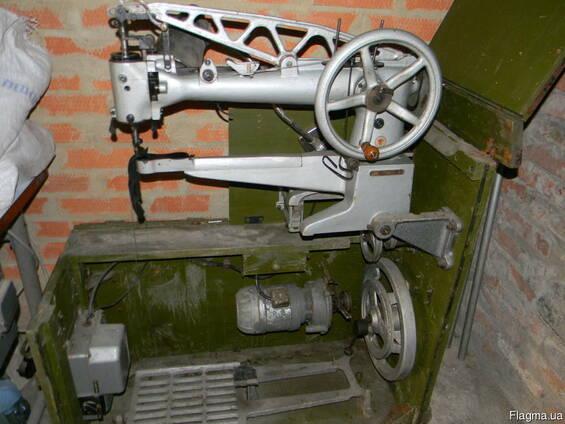 Рукавную швейную машинку 378 класса Солдатка
