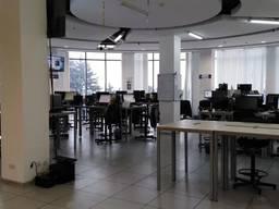 Сдам офис с евроремонтом возле памятника Славы. 691 кв.