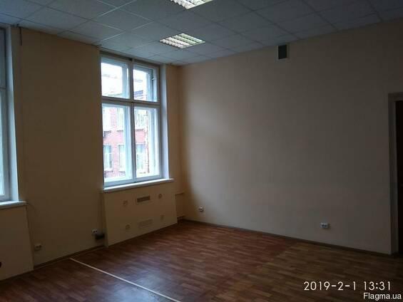 Сдам офис в районе ЦУМа пл.30м. кв.