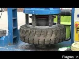 Шиномонтаж цельнолитых колес погрузчиков