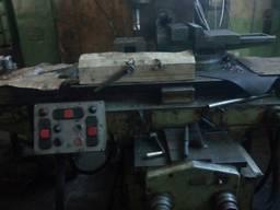 Широкоуниверсальный фрезерный станок 6Т83Ш с инструментом
