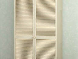 Шкаф с жалюзийными дверями из натурального дерева Тавол. ..