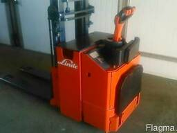 Штабелер электрический самоходный электротележка LINDE L10 - фото 3