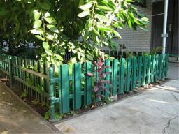 Забор из металлического штакета (евроштакетника)