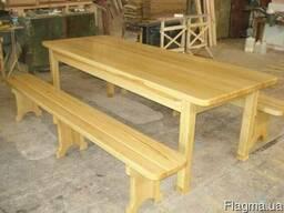 Скамейки, лавочки, столы.