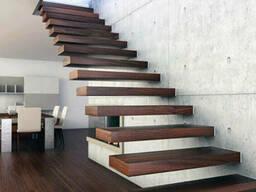 Ступеньки для лестницы из натурального дерева с эффектом парения в воздухе