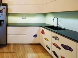 Фартух кухні скіналі 6мм з гартуванням і фарбуванням