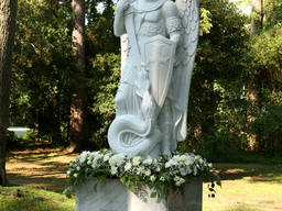 Скульптура Юрия змееборца