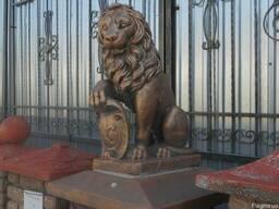 Скульптура Льва с гербом маленький