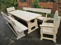 Состаренная деревянная мебель белого цвета