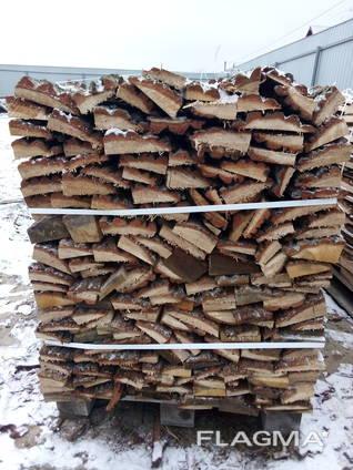 Специально упакованные дубовые дрова на поддонах, без нацено