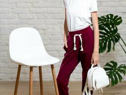 Однотонные спортивные брюки джоггеры для девочки бордового цвета 40