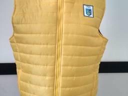 Желтый утепленный жилет, пошив под заказ