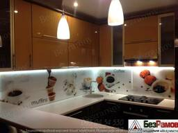 Стеклянная панель на кухню