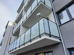 Стеклянное ограждение балкона безрамное