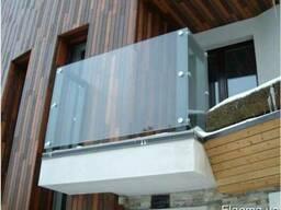 Стеклянное ограждения балконов