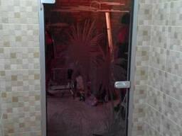 Стеклянные двери в алюминиевом коробе
