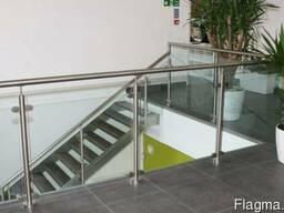 Стеклянные ограждения лестницы