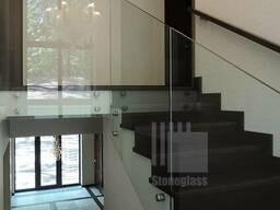 Стеклянные перила и ограждения для лестниц балко и атриумов