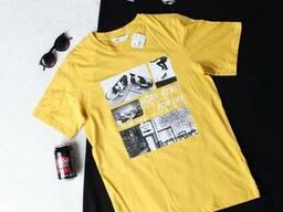 Стильна жовта футболка