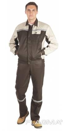 Стильный коричневый костюм с бежевыми вставками