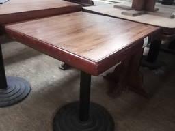 Стол б/у с толстой столешницей ДСП коричневого цвета