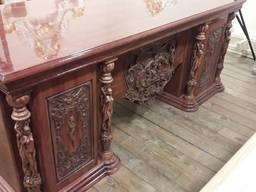 Стол для кабинета деревянный с авторской резьбой. Под заказ