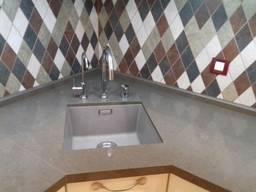 Столешница с мойкой на кухню из натурального камня: гранита и мамор