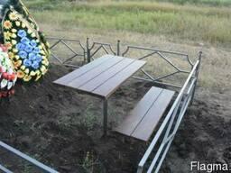 """Столы и лавки из дерева, на кладбище. """"Броневик"""" Днепр."""