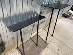 Столы и скамейки на кладбище