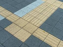 Тактильная плитка желтая Направленик-внимание 300х300х60