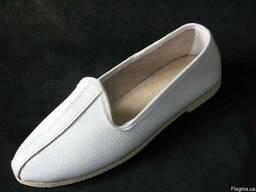 Тапочки кожаные белые