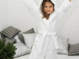 Теплый махровый белоснежный халатик с ушками на девочку с носочками в подарок