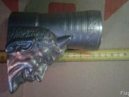 Титановая статуэтка, подстаканник, пепельница. Интерьер.