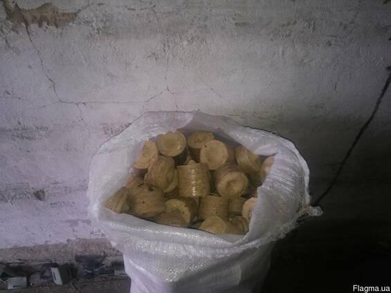 Топливные древесные брикеты Нестро (Nestro) в мешках (40 кг)